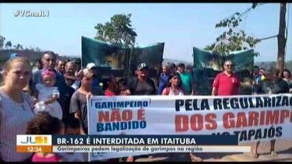 Garimpeiros interditam BR-163, no sudoeste do Pará