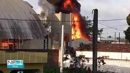 Incêndio atinge escola estadual no Grande Recife