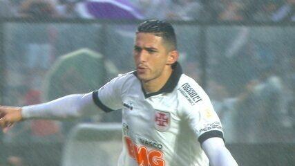 Gol do Vasco! Danilo Barcelos bate pênalti no canto e empata aos 23 do 2º tempo