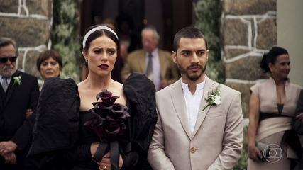 No segundo casamento com Camilo (Lee Taylor), Vivi (Paolla Oliveira) é obrigada a subir ao altar com o policial