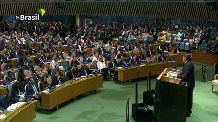 Bolsonaro critica 'presidentes socialistas' e elogia seu ministro Sergio Moro
