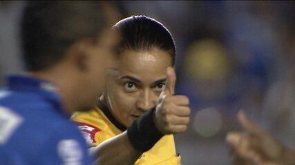 Edina Alves, a árbitra da séria A do Campeonato Brasileiro 2019.
