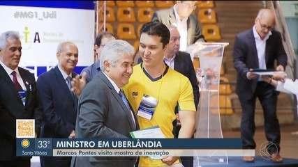 Ministro Marcos Pontes visita mostra da UFU em Uberlândia e assina acordo de cooperação