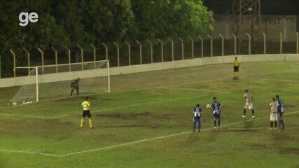 Atacante-presidente, Anderson Kamar desperdiça oportunidade de gol em pênalti e vira alvo de críticas da torcida