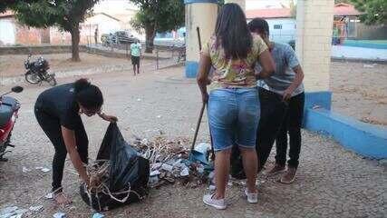 Estudantes fazem faxina e desocupam campus da Uespi