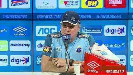 Abel Braga faz pronunciamento após invasão de organizada a treino do Cruzeiro na Toca