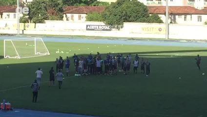 Torcida invade treino do Botafogo