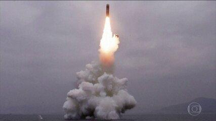Coreia do Norte confirma teste com míssil lançado de submarino