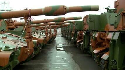 Tanques do Exército chegam ao porto de Rio Grande e seguem para Santa Maria e Curitiba