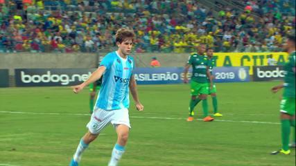 Léo Passos cobra pênalti e marca para o Londrina contra o Cuiabá