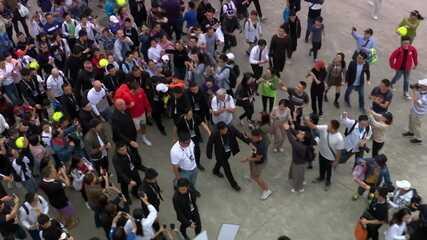 Fãs cercam Roger Federer no Masters 1000 de Xangai