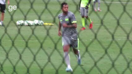 Guarín faz primeiro treino com bola pelo Vasco; veja lances