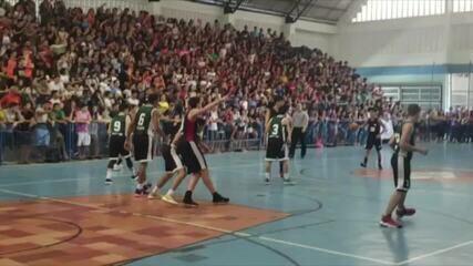Ginásio fica lotado para final do basquete juvenil dos Jerns