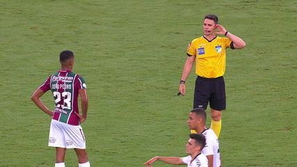 Outro gol anulado! Árbitro de vídeo aponta impedimento de João Pedro e anula o gol, aos 26' do 1º tempo