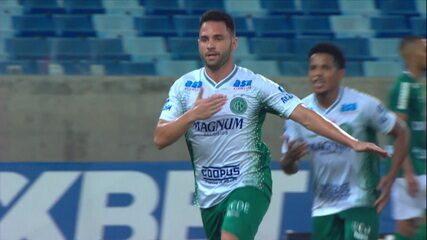 Gol do Guarani! Filipe Cirne manda um foguete no ângulo, aos 29' do 2º tempo