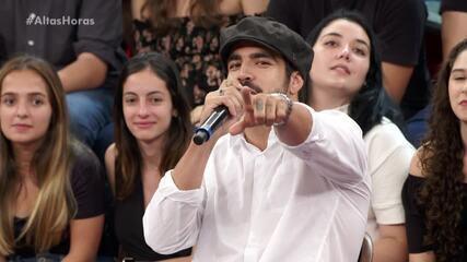 Caio Castro manda beijo para Grazi Massafera na gravação do 'Altas Horas'