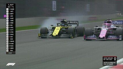 Ricciardo passa reto em disputa de posição com Pérez