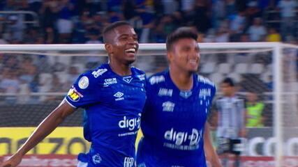 Gol do Cruzeiro! Thiago Neves cobra escanteio e Cacá de cabeça abre o placar, aos 25' do 1º tempo