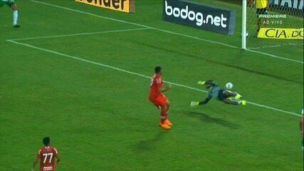 Gol do CRB! Matheus Nogueira falha feio e Edson Cariús diminui para o CRB, aos 32'