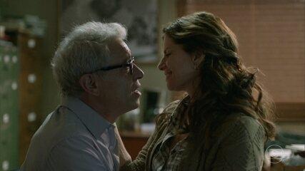 Lúcia relembra de suas perdas e como Jaci a ajudou e decide aceitar a viajar com ele