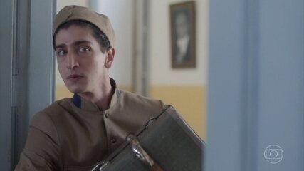 Geraldinho começa seu primeiro dia de aula na escola Militar