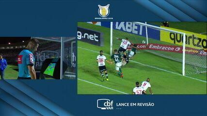 Não valeu! Fábio Sanches marca, mas gol é anulado após checagem no VAR, aos 24' do 2ºT