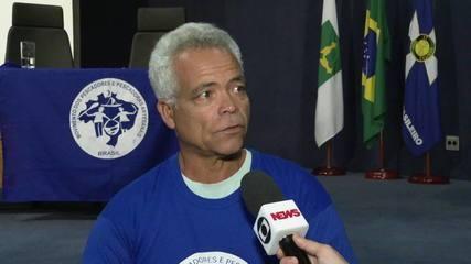 Pescadores vão a Brasília cobrar medidas contra óleo no litoral