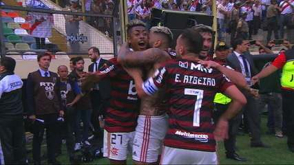 Gol do Flamengo! Gabigol chuta dentro da área e amplia, aos 47' do 2º tempo