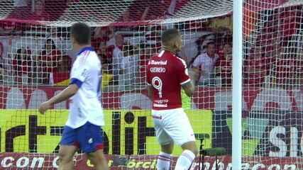 Gol do Inter! Após escanteio, Guerrero solta a bomba para empatar o jogo, aos 37' do 2º tempo
