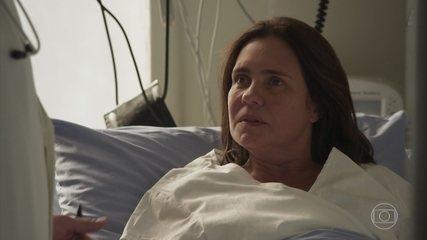 Thelma revela a Lurdes que é viúva e se preocupa com seu filho