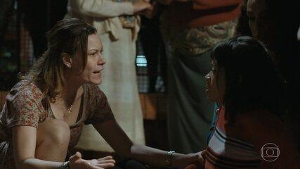 Sônia é agredida pelo marido e descobre aluna que está na mesma situação
