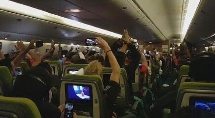 Marcelo Nogueira registrou festa dos torcedores pelo título da Libertadores dentro de avião na volta ao Brasil