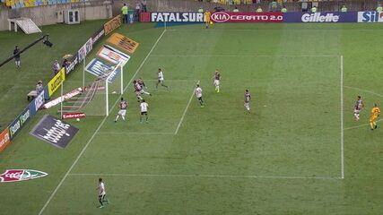 Digão voa e salva o Fluminense em cima da linha, aos 15' do 2ºT