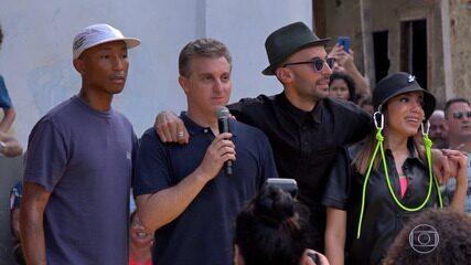Pharrell Williams e Anitta fazem show surpresa no Morro da Providência