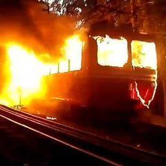 Trem desativado do Corcovado pega fogo