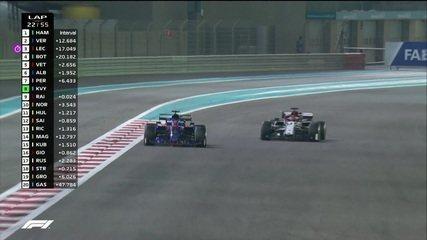 Kvyat bate na porta e ultrapassa Raikkonen para assumir o 8º lugar