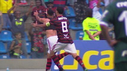 Gol do Flamengo! Lázaro toca de letra, Guilherme Bala limpa o lance e chuta no canto, aos 49' do 2º tempo