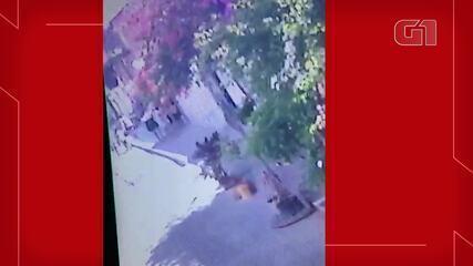 Adolescente é socorrida após cair de carro no Conjunto Ceará, em Fortaleza