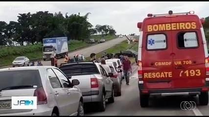 Duas pessoas morrem em acidente na BR-060, em Santo Antônio do Descoberto, Goiás