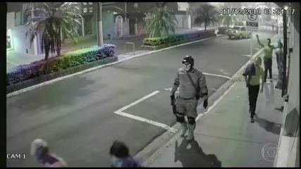 Bandidos assaltam agência bancária e rendem moradores em Botucatu, no interior de SP