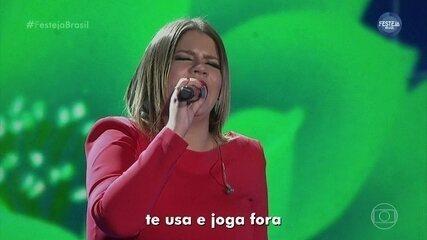 "Marília Mendonça canta ""Supera"""