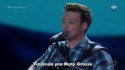 """Michel Teló canta """"60 Dias Apaixonado"""""""