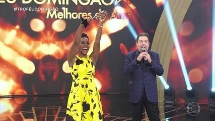 Maria Julia Coutinho leva o troféu na categoria de jornalismo