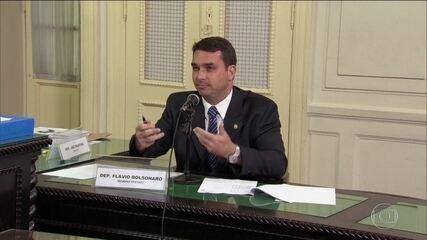 MP do RJ faz busca e apreensão em endereços ligados a Flávio Bolsonaro e Fabrício Queiroz