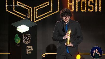 Murizzz leva o troféu de melhor atleta de Overwatch no Prêmio eSports Brasil