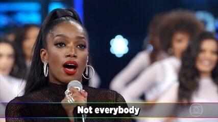 IZA canta sucesso de Rihanna a capela