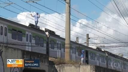 Linha Centro do Metrô fica sem funcionar e causa transtornos a passageiros