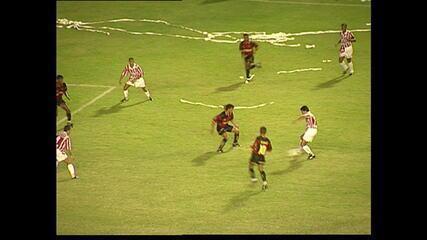 Em estreia do Pernambucano de 1996, Sport e Náutico empataram em 2 a 2 na Ilha do Retiro