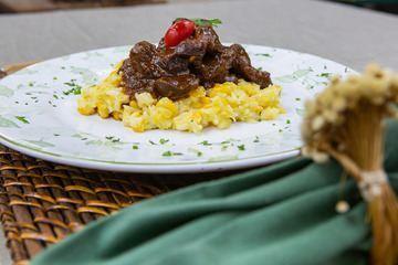 Moela Cozida com Ervas e Arroz de Milho leva cachaça em seus ingredientes