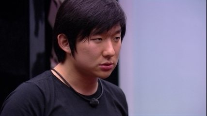 Pyong desafia brothers em jogo com elásticos